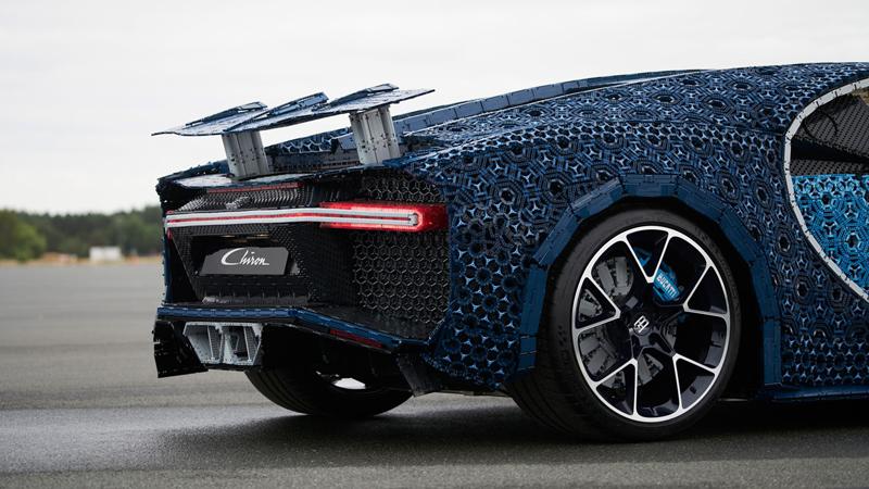 LEGO Technic Bugatti Chiron 1:1 Grandezza Naturale Funzionante