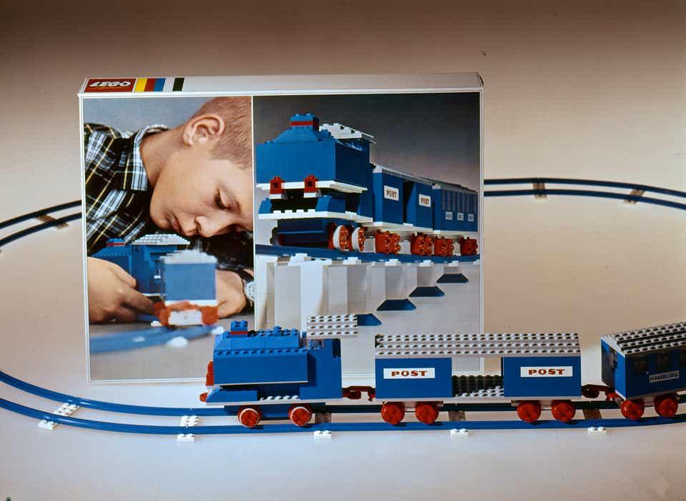 Storia della LEGO - 1966 - Treno blu degli anni '60