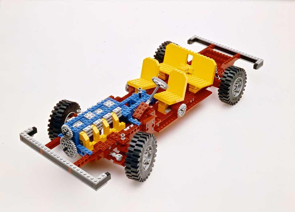Storia della LEGO - 1977 - Primo Telaio per Auto della LEGO TECHNIC