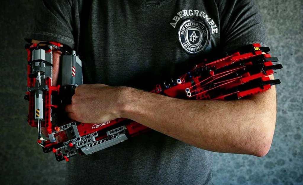 Un braccio di LEGO che un ragazzo Spagnolo si è costruito da solo!