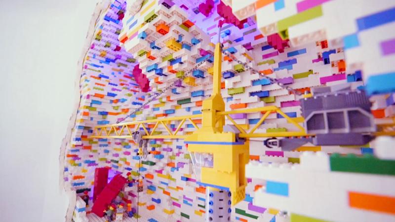 LEGO Walls - I Muri in LEGO di Dante Dentoni - Arte LEGO - Gru