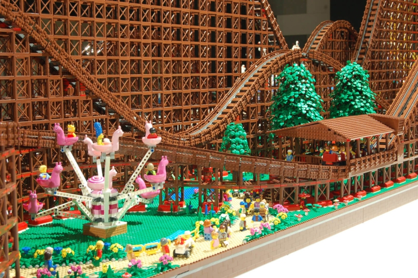 Luna Park - Montagne Russe LEGO - MOC - Montagne Russe a Rulli in Legno - 90.000 pezzi LEGO