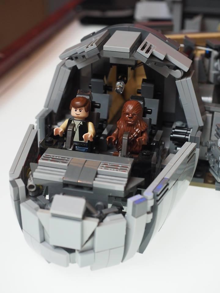 Millennium Falcon Star Wars LEGO MOC img 3 di 4