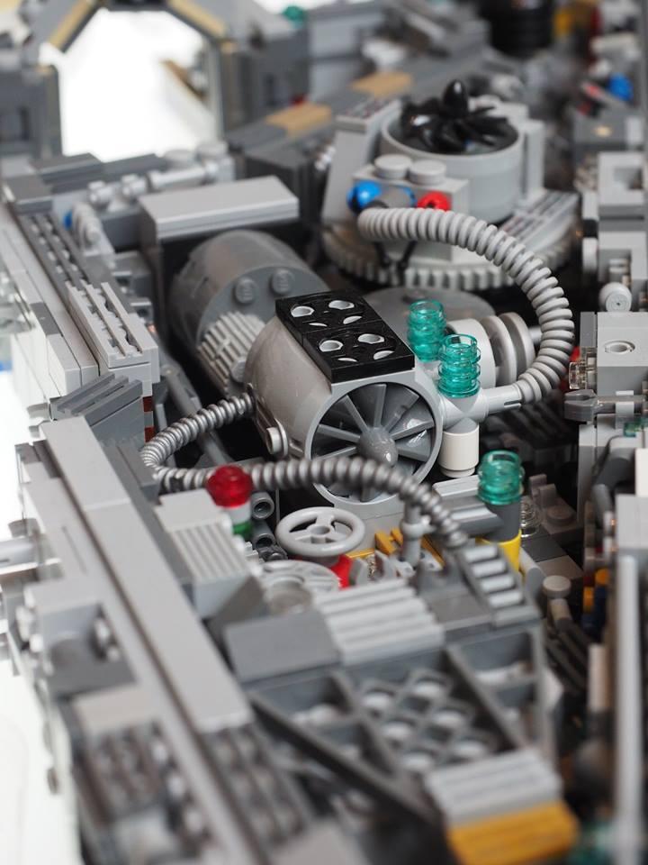 Millennium Falcon Star Wars LEGO MOC img 4 di 4