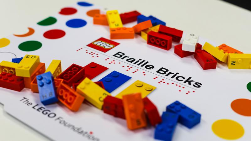 Rivelato LEGO Braille - Nuovi mattoncini Braille per Bambini non vedenti e ipovedenti per il 2020 - Storia di una Classe Cieca