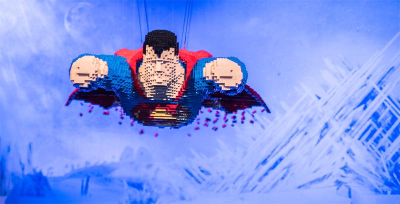 Le Sculture LEGO di di Nathan Sawaya - Superman Vola